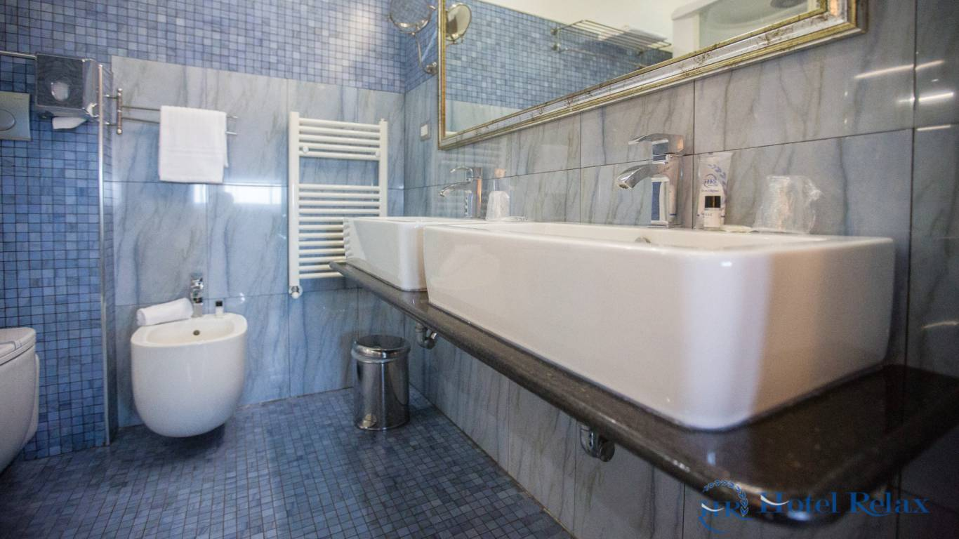 hotel-relax-rome-bathroom-8699
