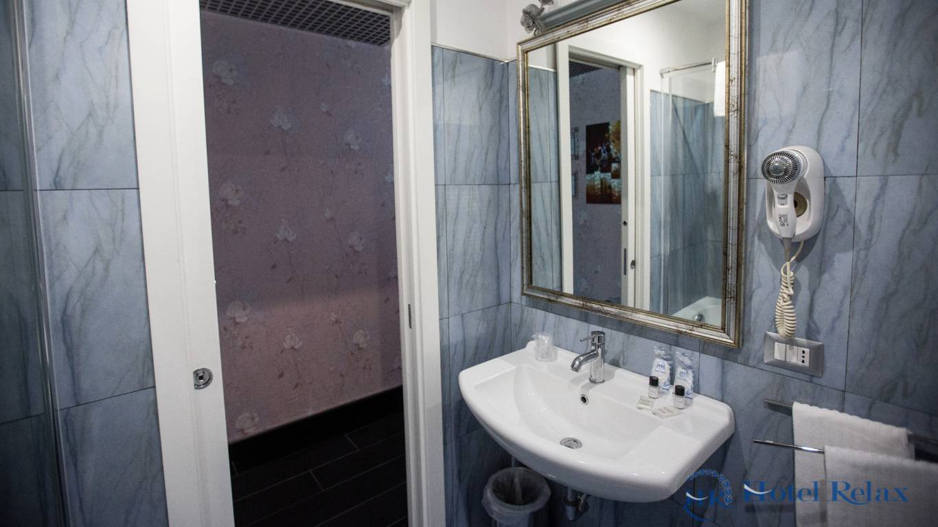 hotel-relax-rome-bathroom-8727