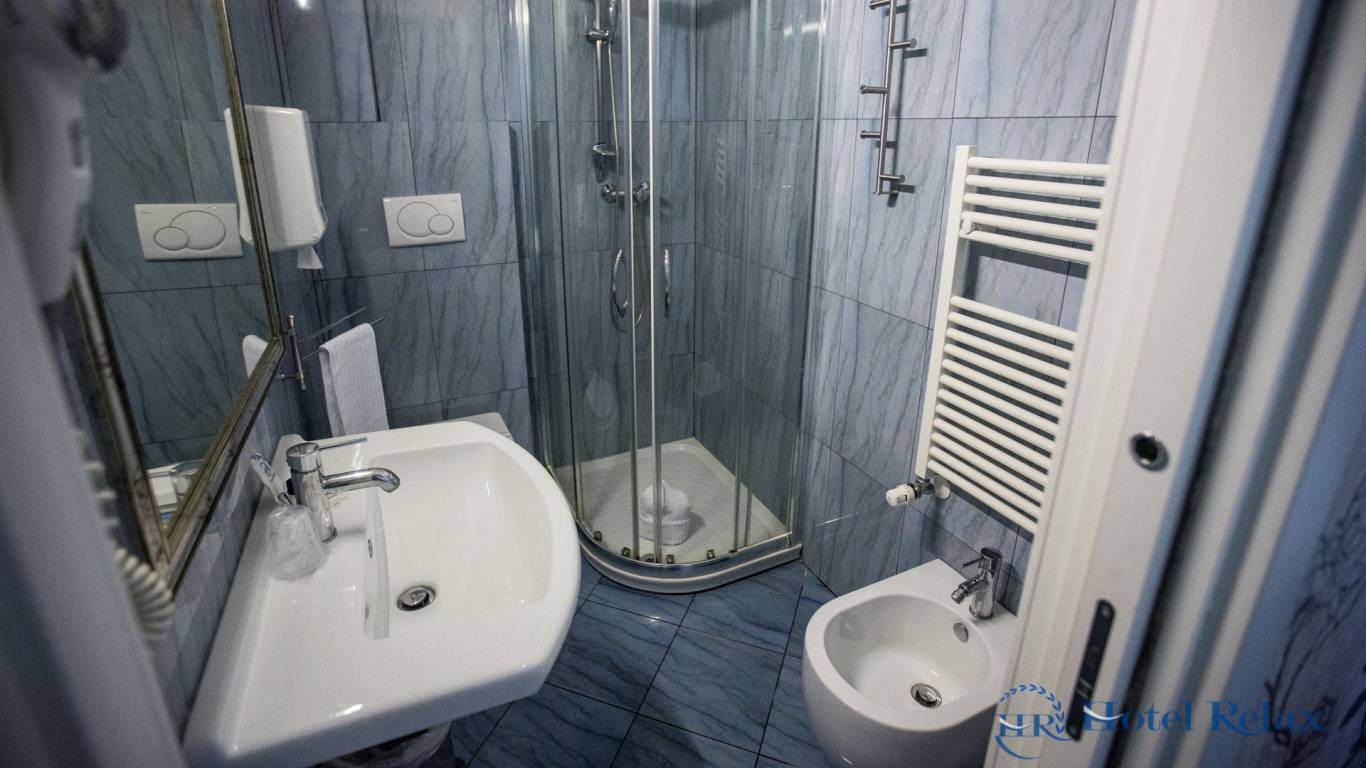 hotel-relax-rome-bathroom-8736