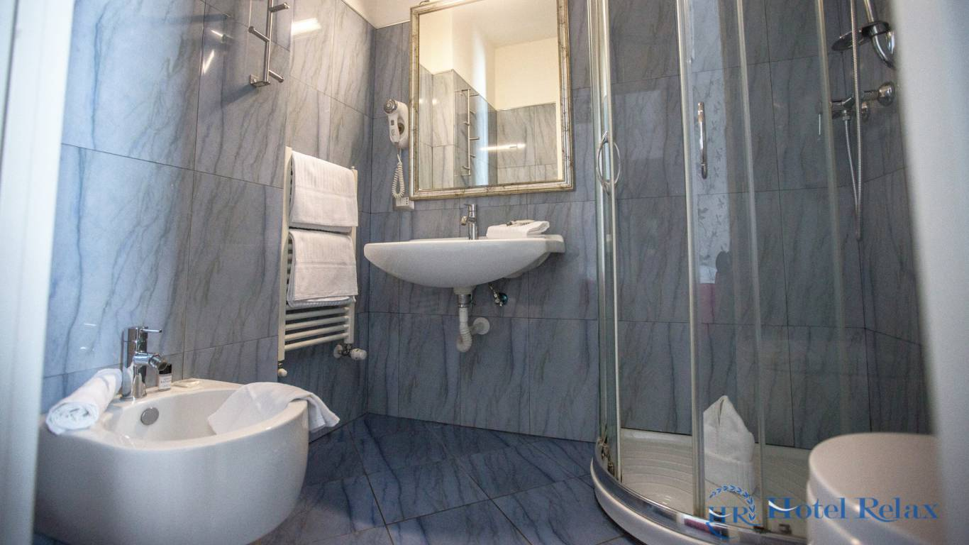 hotel-relax-rome-bathroom-8757