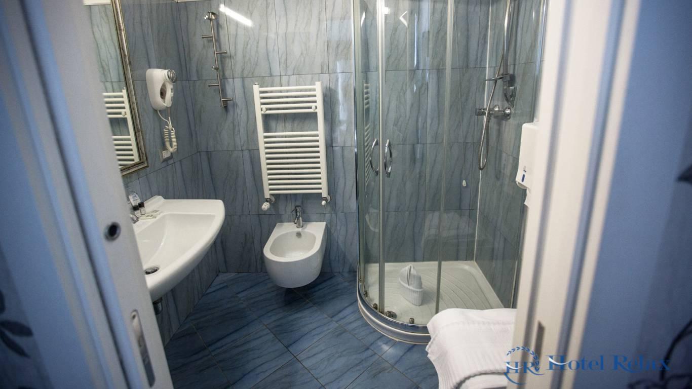 hotel-relax-rome-bathroom-8764
